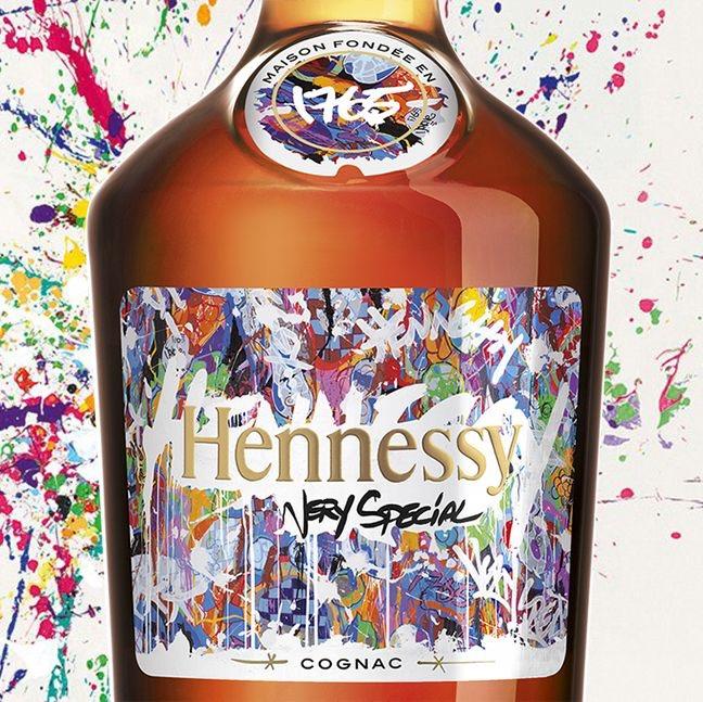 Le Street Artist JonOne revisite la bouteille d'Hennessy Very Special 2017